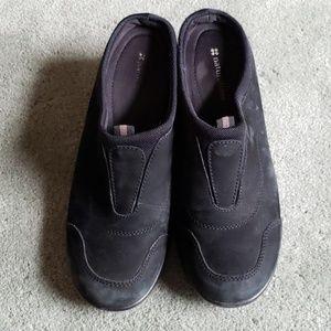 EUC Naturalizer Sz 8.5 black leather mules/clogs